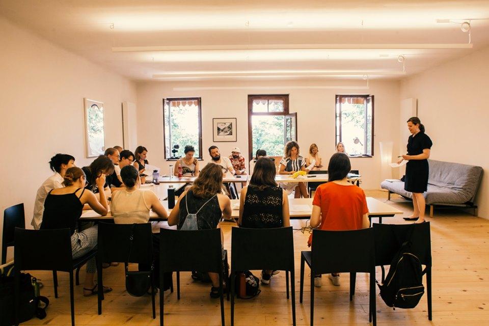 Poslovna šola za umetnike: Ustvarjalni pristop k načrtovanju poslovanja